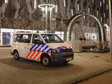Politiebewaking bij Bijenkorf na tip over plunderplannen van jongeren