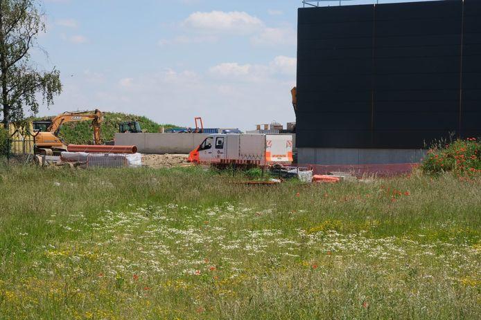DOVO is ter plaatse in Melsbroek en zal de brandbom gecontroleerd tot ontploffing brengen.