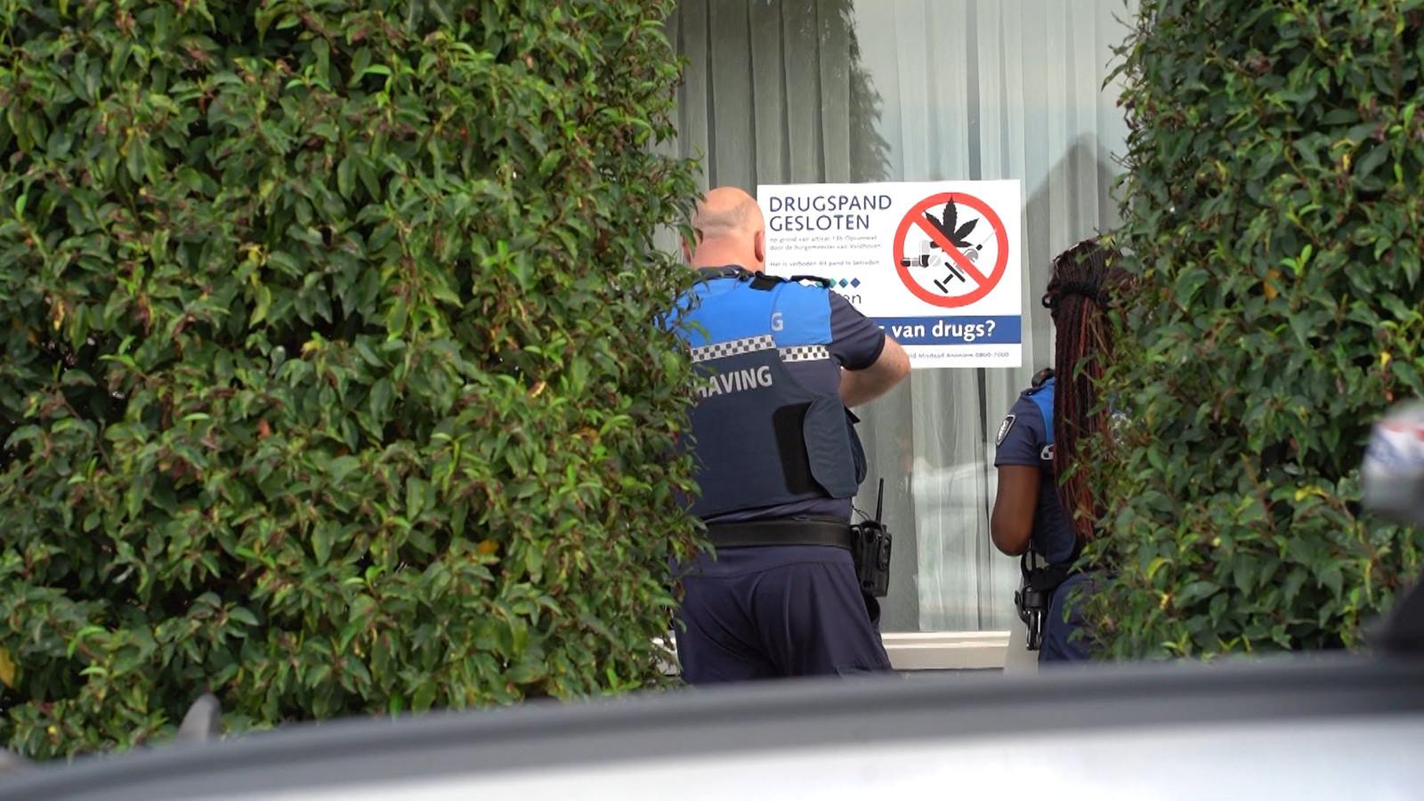 Foto ter illustratie. De Deventer burgemeester, Ron König, heeft besloten de woning van een vermeende drugshandelaar voor drie maanden te sluiten om deze uit het criminele circuit te halen. Diens vrouw ontkent dat zij iets van de handel wist. ,,Ik ben nog steeds in shock na de aanhouding.''