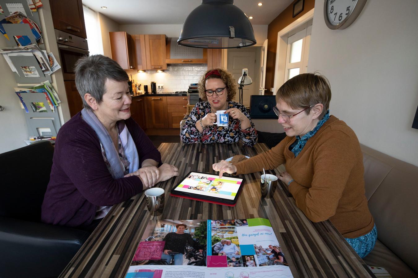 De drie makers van het boek: Hubertine van den Biggelaar, Ellis Rijkers en Connie Smits.