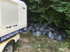 Ruim vijftig zakken hennepafval in berm Mythylweg in Utrecht
