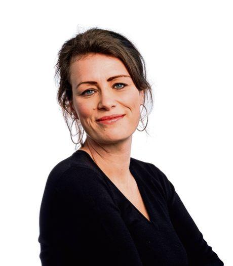 Wat Cora van Nieuwenhuizen doet, is niets anders dan de schoffel bij de burger leggen