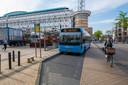 Bussen kruisen nu het fietspad bij de halte aan het Marktplein. Daar moet een logischer oplossing voor komen.