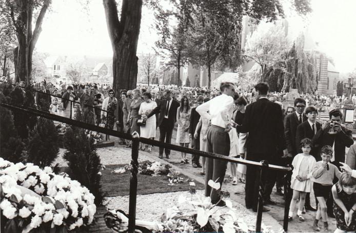 De bekendste Rooienaar van de twintigste eeuw was ontegenzeggelijk bisschop Mgr. Bekkers. Hij was geliefd om zijn tv-optredens bij KRO's Brandpunt en zijn moderne opvatting en over onder meer anticonceptie. In 1966 werd hij in zijn geboortedorp Sint-Oedenrode begraven.
