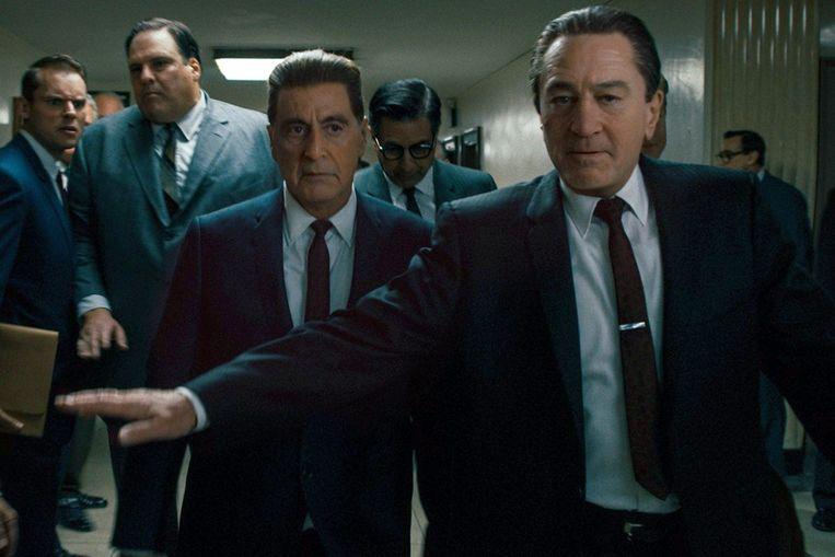Al Pacino (m.) en Robert De Niro kregen voor een groot deel van 'The Irishman' een digitale verjongingskuur.  Beeld Photo News