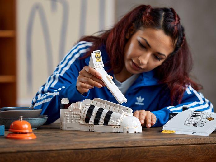 De Adidas-schoen kan je helaas niet aan je voet dragen.