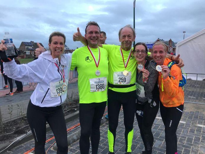 Deelnemers aan de halve marathon Linschotenloop 2018, met Sigrid Hesselink links.