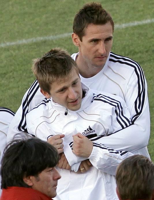 De Duitse internationals Miroslav Klose (Lazio Roma) en Marko Marin komen elkaar mogelijk na de zomer weer tegen in de Serie A.