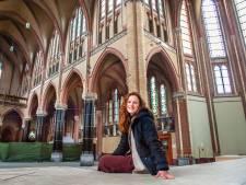 Lara (24) bedacht plan voor lege kerk in Gouda: 'Mijn basisidee is dwalen'