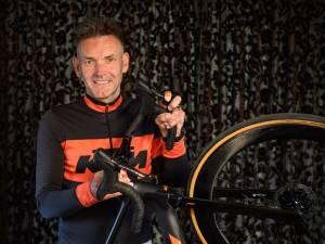 Rob uit Hellendoorn fietst 1200 kilometer in 3 dagen: 'Zwaar? De verhalen van de mensen voor wie ik het doe, díe hakken erin'
