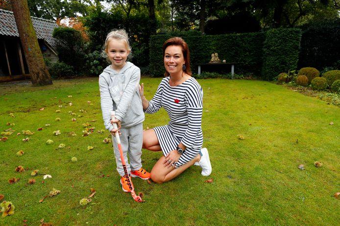 Delphy de Koning uit Eindhoven samen met de 5-jarige Olivia.