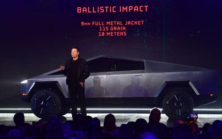 Tesla-baas Elon Musk stelde op 21 november de Cybertruck voor in Californië. Beeld AFP