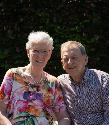 Diamanten huwelijk echtpaar Smulders- Kuijpers: 'Gewoon lief zijn voor elkaar'