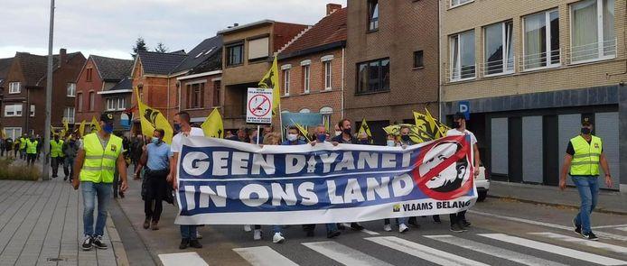 De betoging van Vlaams Belang tegen de moskee in Mol