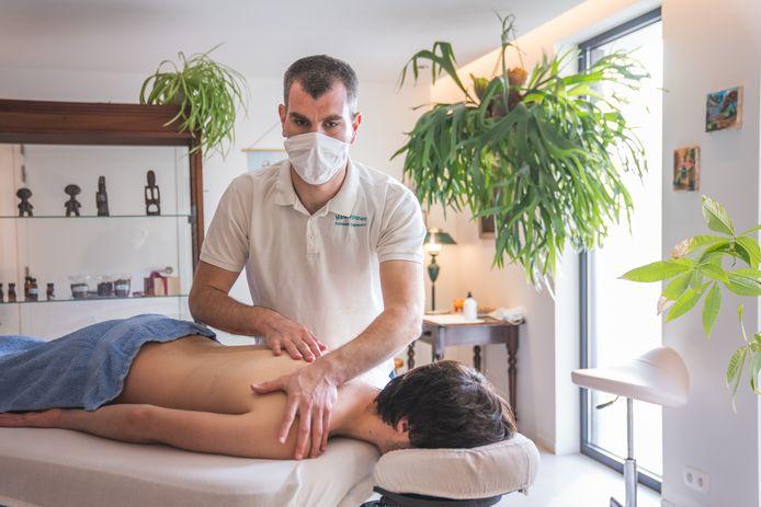 Dominiek Depreytere (41) staat te poppelen om opnieuw te mogen masseren.