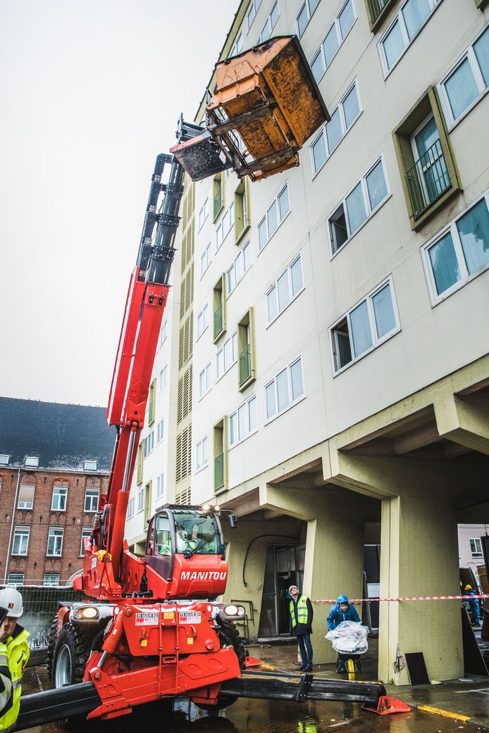 Afbraak van gebouw op het WInston Churchillplein
