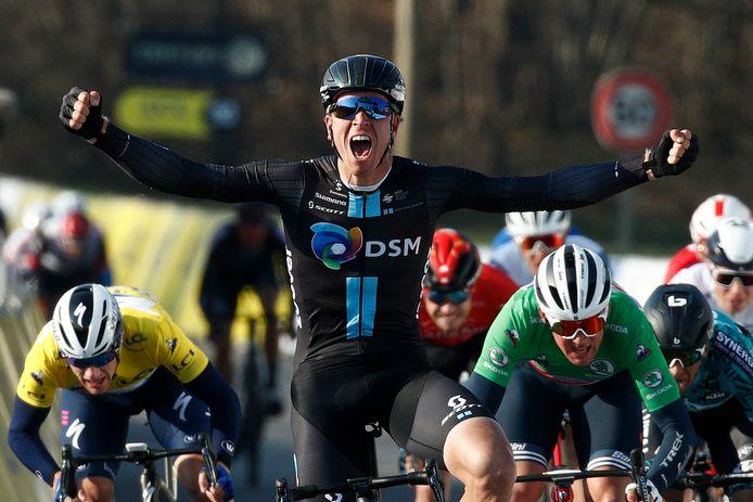 Cees Bol wint de tweede etappe in Parijs-Nice.