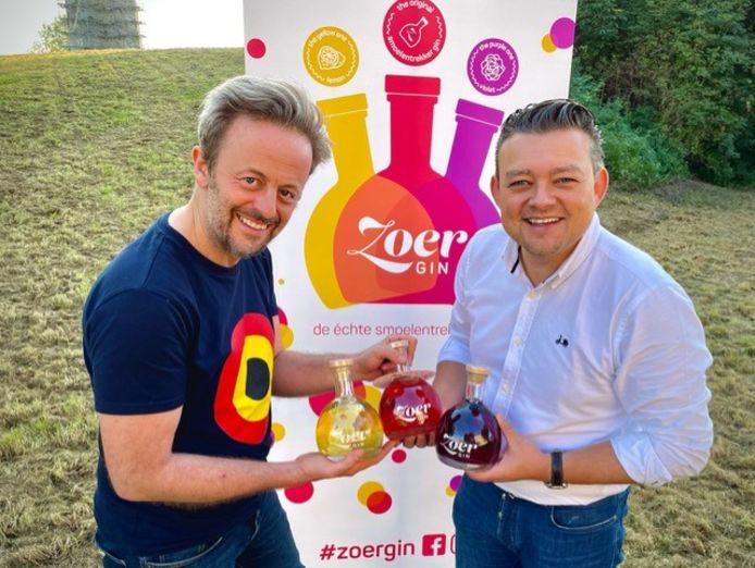 Eduard Vangrootloon en Carl Nijssens brengen twee nieuwe smaken van ZOER Gin op de markt.