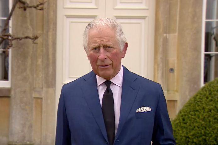 Prins Charles spreekt kort de pers toe vanuit zijn huis in in Gloucestershire.