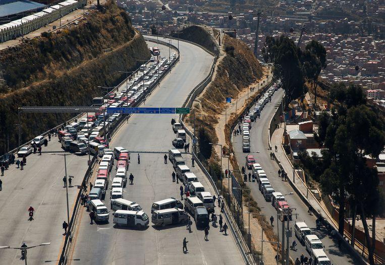 Wegblokkades in El Alto bij de Boliviaanse hoofdstad La Paz. Beeld REUTERS