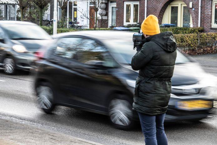 De verslaggever van 'De Gelderlander' flitst op de Graafseweg.