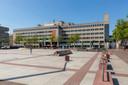 Het voormalige Stadskantoor aan het Stadhuisplein in Eindhoven. Op termijn maakt dit plaats voor een nieuw gebouw met een hoge woontoren, als het aan eigenaar Certitudo Capital ligt.
