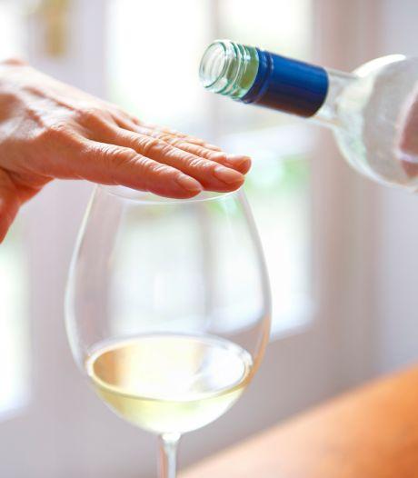 """""""Tournée minérale"""", un défi trop drastique? Voici six astuces pour réduire votre consommation d'alcool"""
