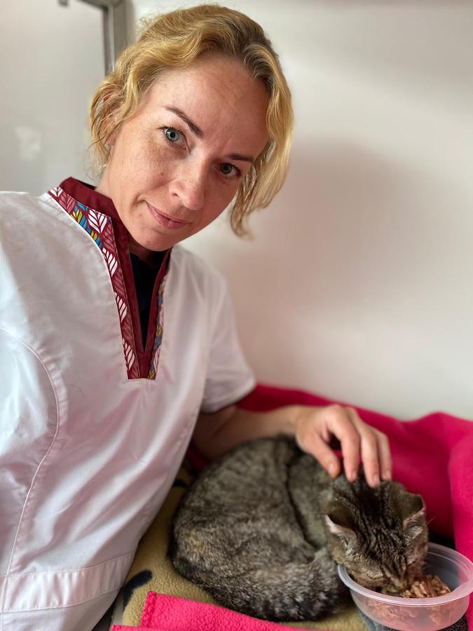 Dierenarts Ellie De Grauwe met slachtoffer Stumpertje.