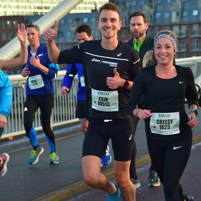 Erik van Ballegooijen en Crissy Vos uit Oosterhout lopen de 10 kilometer tijdens de Bredase Singelloop als voorbereiding op de marathon van Chicago.