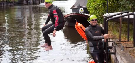 Waarom Jan (56) en Bert (64) megazwemtocht in de Vecht maken: 'Wat mis kan gaan? Zou het niet weten'