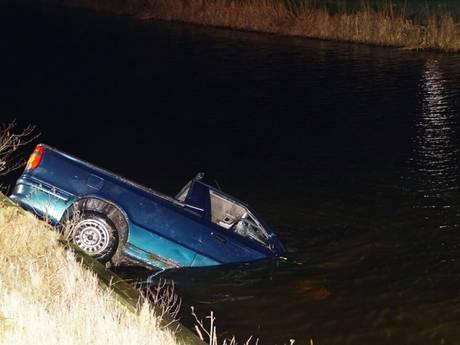 Pick-up te water in Rouveen, gewonde naar het ziekenhuis