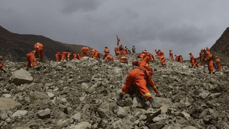 Reddingswerkers vandaag bij de Tibetaanse mijn. Beeld ap