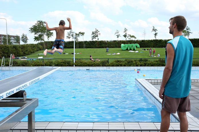 Dit weekend verdronk bijna een jongen in zwembad de Windas in Bergschenhoek. Hij was met een groepje van acht vrienden, van wie er zes niet bleken te kunnen zwemmen.