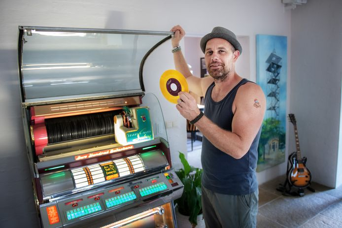 Tom van den Berg, jukeboxenverzamelaar.