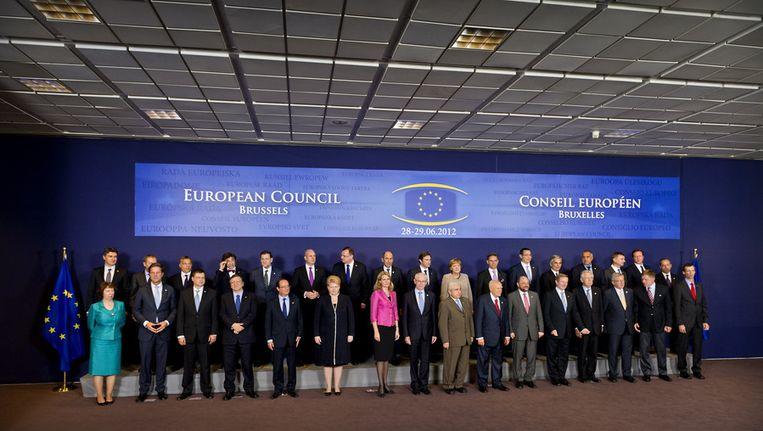 Regeringsleiders waaronder premier Mark Rutte (voorste rij 2eL) poseren voor de familiefoto bij de Europese raad tijdens de EU-top in Brussel. Beeld ANP