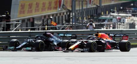 Verstappen crasht na heftig gevecht met Hamilton, wereldkampioen krijgt 10 seconden straf