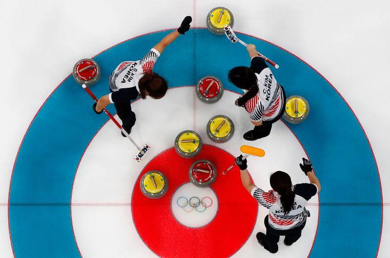 Het Zuid-Koreaanse vrouwencurlingteam op de Winterspelen. Beeld Photo News