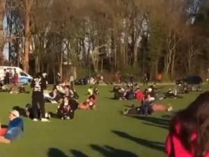 """Malgré le confinement, il y a toujours du monde dans les parcs: """"On s'attend à la catastrophe ce week-end"""""""