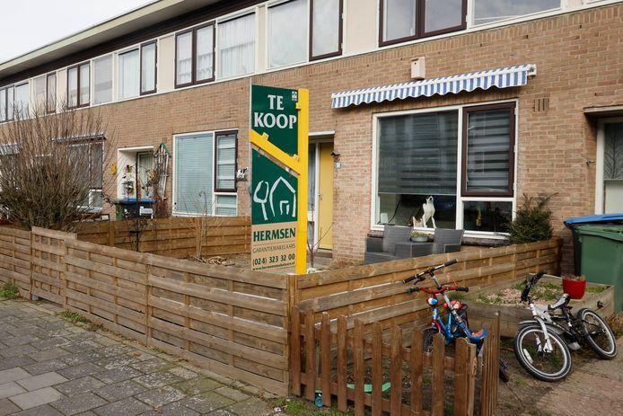 Al zeker 100 belangstellenden voor Middachtenstraat 84. Nijmegen.