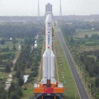 china-lanceert-raket-die-maanstenen-naar-de-aarde-terug-moet-brengen