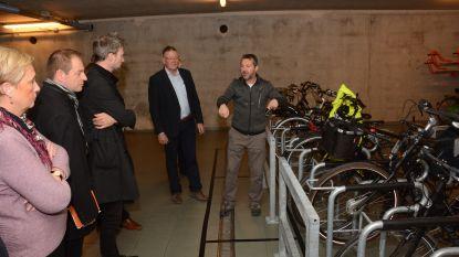 """Welkom in de fietsenstalling van de toekomst: """"Met lockers om batterij op te laden, een herstelzuil en voldoende ruimte om fiets niet te beschadigen"""""""