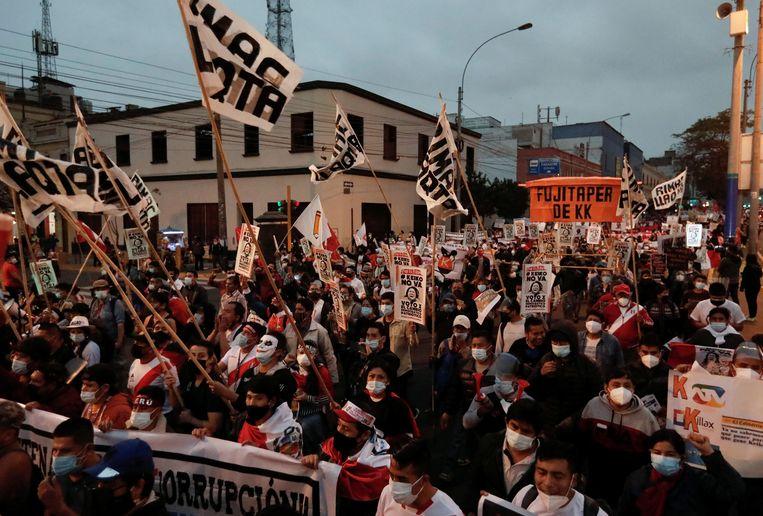 In de aanloop naar de presidentsverkiezingen demonstreren Peruanen tegen de rechts-populistische kandidate Keiko Fujimori. Beeld REUTERS