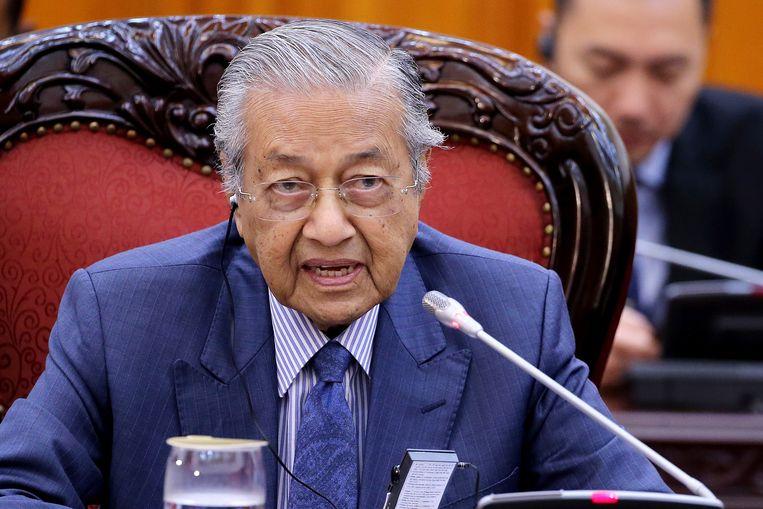 De Maleisische premier Mahathir Mohamad houdt er vaker exotische theorieën op na. Beeld EPA