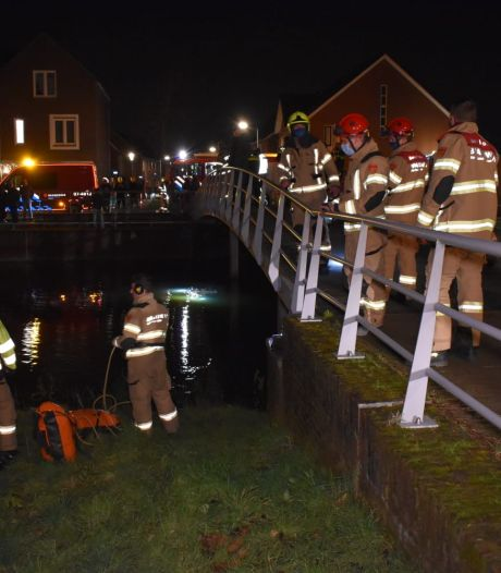 Brandweer rukt uit in Elst om rood lampje in sloot