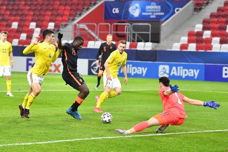 Ook Bryan Brobbey lukte het niet om een winnend doelpunt te scoren tegen Roemenië. Beeld Pro Shots / Paul Meima