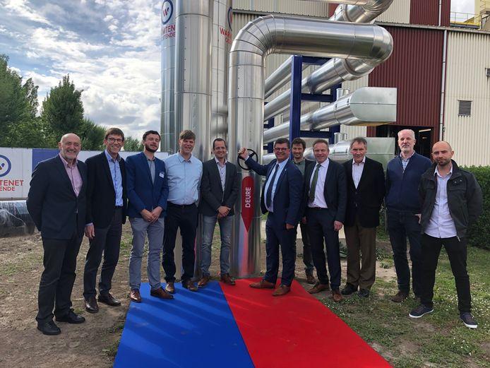 Burgemeester Bart Tommelein (Open Vld) opende de kraan van het warmtenet onder goedkeurend oog van de coöperatieve BeauVent