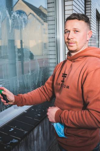"""Ramenwasser uit Melle gaat viraal door logo's te tekenen in zeepsop: """"Elke dag komen er nog 15.000 tot 20.000 volgers bij, precies een droom"""""""