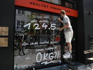 Leuvense Straatletters strijdt mee tegen voedselverspilling: raamtekening voor restaurant Ruba
