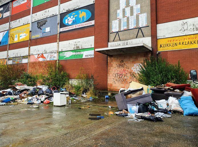STOCK. Hoboken kampt al langer met een zwerfvuil-problematiek. In beeld is sluikstort aan de Lageweg in het district.