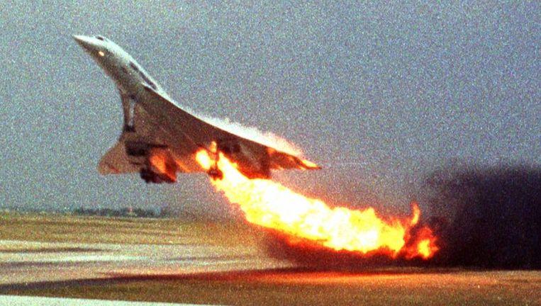 Een amateurfotograaf kon destijds vastleggen hoe de Concorde met een brandende motor opsteeg. Enkele minuten later crashte het supersonische vliegtuig. Beeld UNKNOWN
